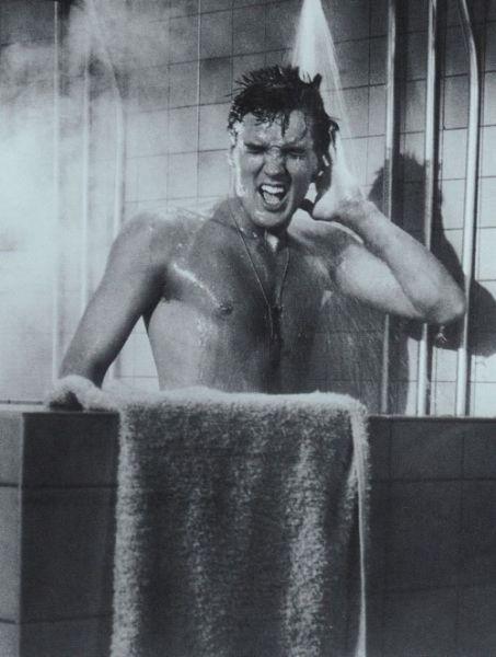 Elvis-Presley-singing-during-bathing