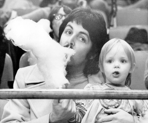 Paul-McCartney-and-Stella-McCartney-at-the-Barnum-Bailey-Circus-at-Madison-Square-Garden-1974