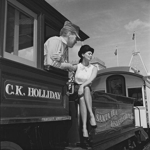 Sophia-Loren-in-Disneyland