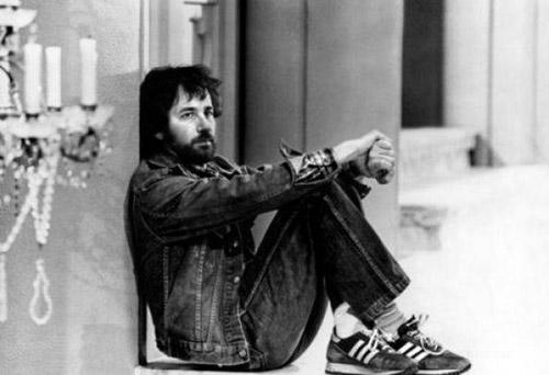 Steven-Spielberg-alone