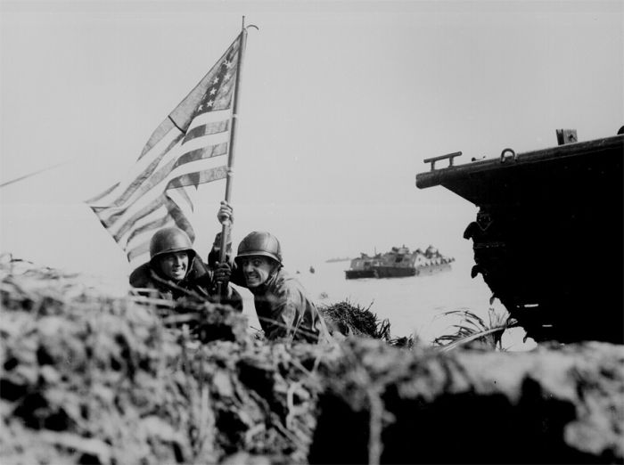 american-flag-hold-by-a-soldier-world-war-2