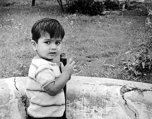 baby-rahul-dravid-playing-in-garden