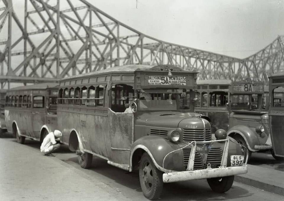 bus-from-bullygunj-to-howrah-station-very-rare-pictures