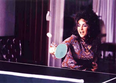 Elizabeth-Taylor-playing-table-tennis-during-shoot