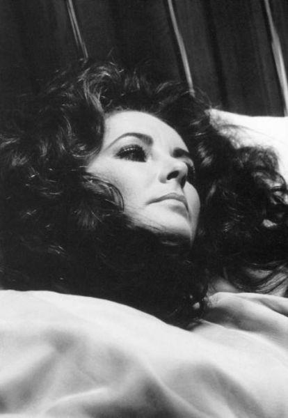 Elizabeth-Taylor-sleeping
