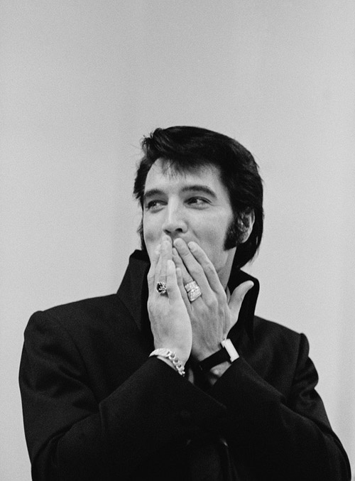 Elvis-Presley-looks-glamorous