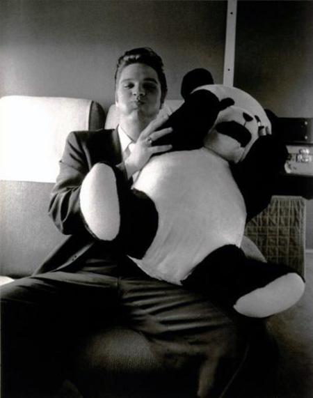 Elvis-Presley-with-panda-cushion