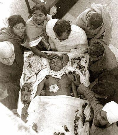 gandhi-after-assasination