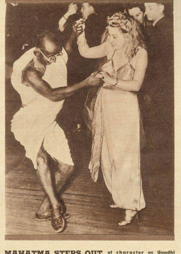 gandhiji-dance-with-british
