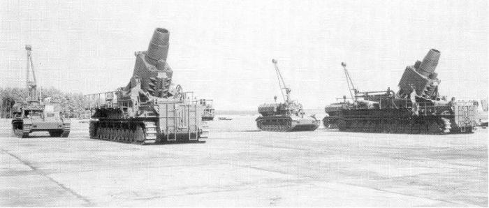 Germany-tank-Karl-Gerät-huge-bomb-shell-busy-in-world-war-2