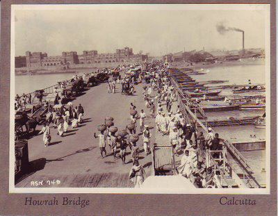 Howrah-Bridge-Calcutta-a-photo-from-c.-the-1920s