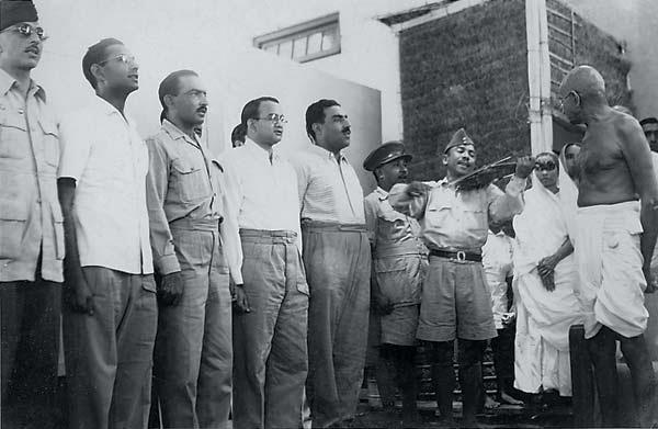 Indian-National-Army-personnel-are-all-military-grace-as-they-welcome-Gandhi-at-an-event-at-the-Harijan-Colony-Delhi-in-1946