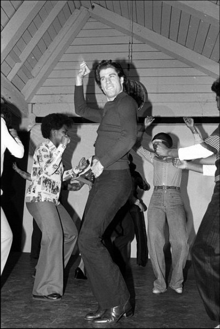 John-Travolta-dancing-in-a-party