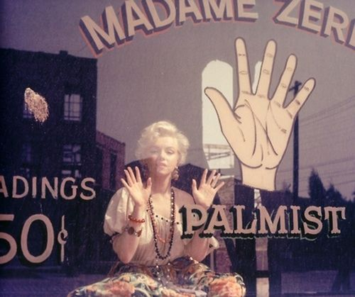 Marilyn-Monroe-attending-with-a-palmist