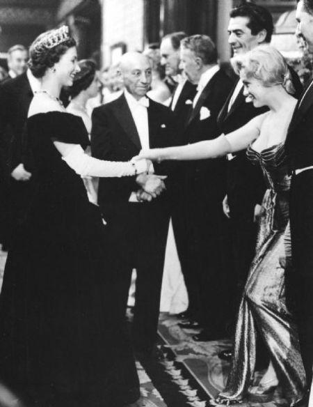 Marilyn-Monroe-meets-Queen-Elizabeth-II-London-1956.