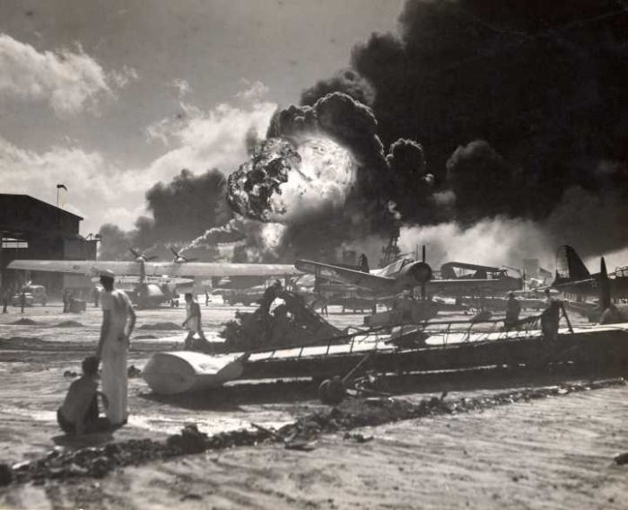 pearl-harbor-attacked-american-navy-soldier-stare-at-bombing