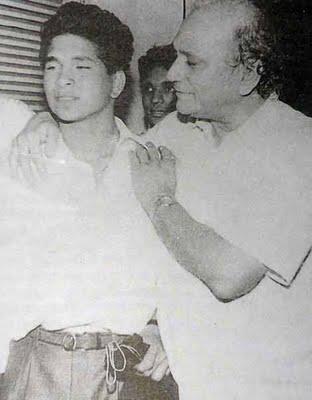 Sachin-With-His-Father-Ramesh-Tendulkar