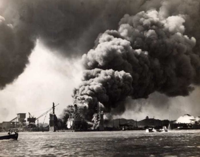 ship-was-attacked-by-Japanese-in-pearl-harbor-bombing