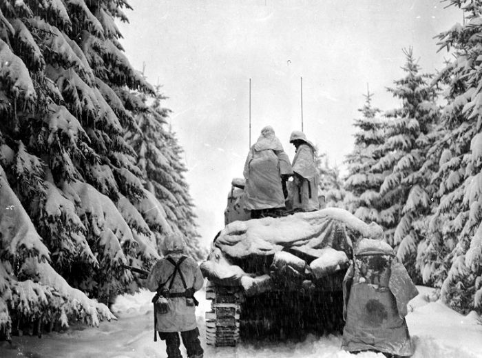 soldier-frozen-in-ice-world-war-2-in-battle-of-the-bulge