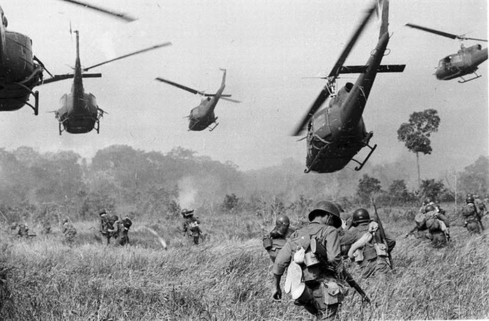 american-copter-flying-in-Vietnam-land