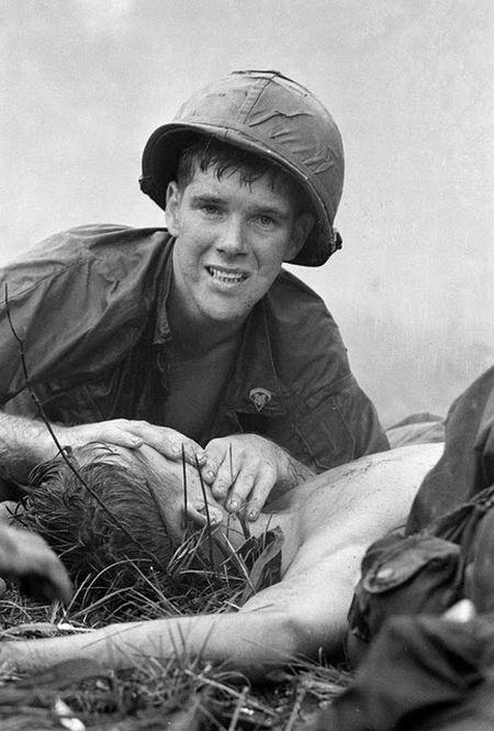 medic-try-to-resuscitate-an-injured-soldier-in-vietnam-war