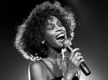 Whitney-Houston-live-performance