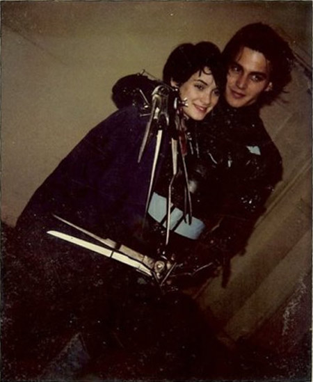 Winona-Ryder-and-Johnny-Depp-on-the-set-of-Edward-Scissorhands