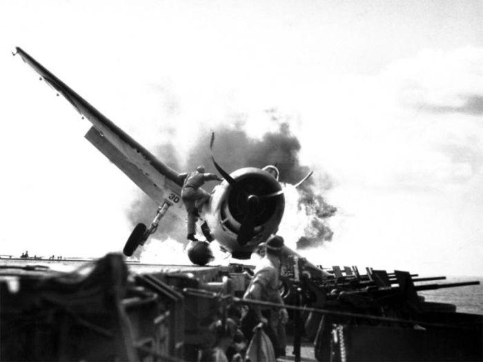 world-war-2-rare-photos-engineers-repairing-fighter-plane-f6f-hellcat