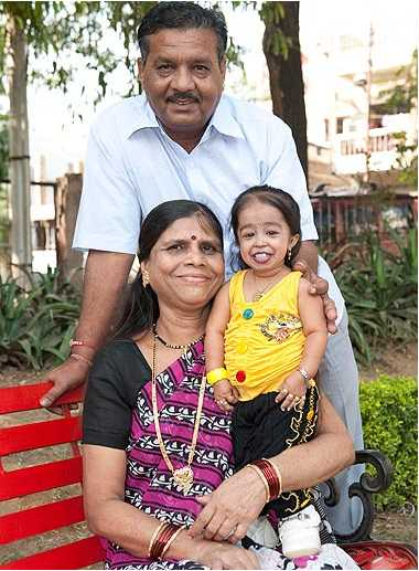 2ft tall Jyoti Amge with parents