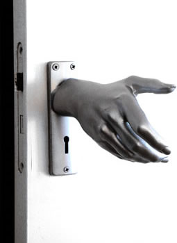 Worlds-Freakiest-Door-Handle1