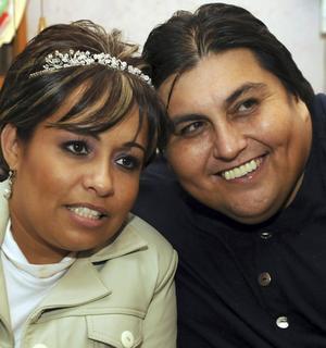 Manuel Uribe, Claudia Solis
