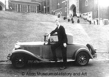 robert-wadlow-with-car