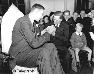 wadlow-the-tallest-man-in-history