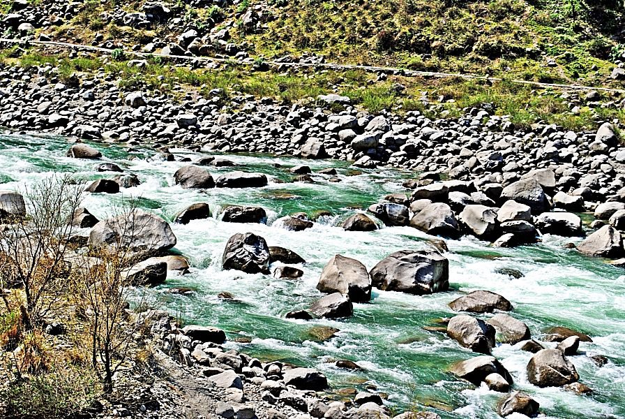 Iravati-river-in-himalayan-region