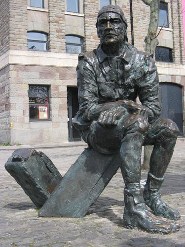 Statue-of-John-cabot-in-bristol