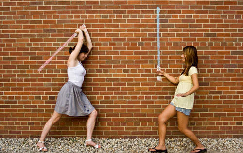 fighting-with-sword-forced-perspective-photos