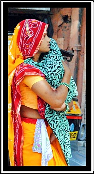 local-lady-with-baby-in-jaipur