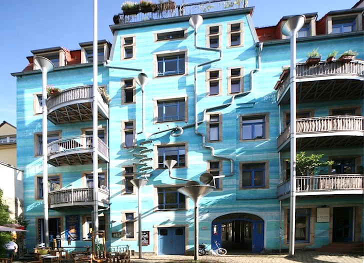 blue-musical-house-in-dresden