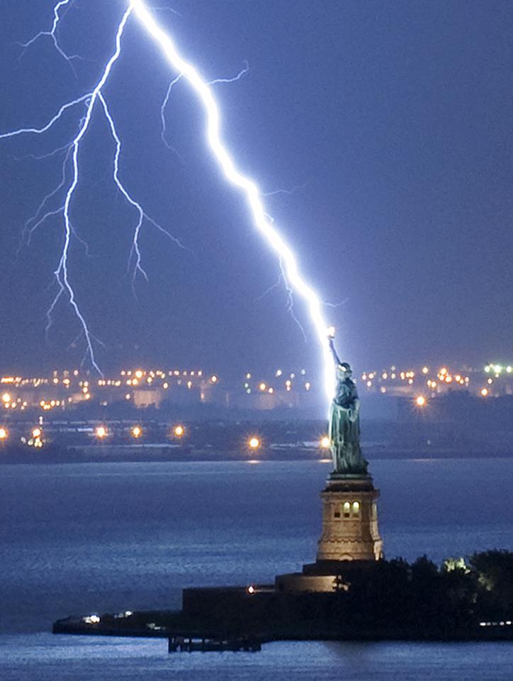 lightning-hits-statue-of-liberty