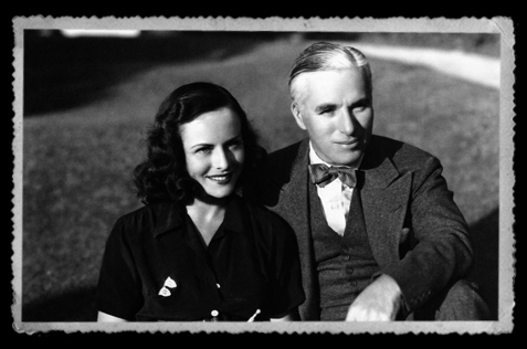 1935-Charlie-Chaplin-Paulette-Goddard-home-Beverly-Hills.