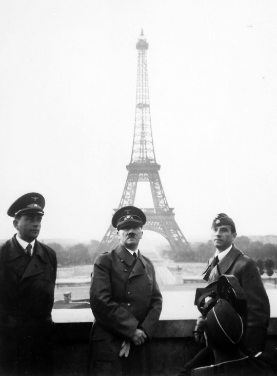 Adolf-Hitler-Paris-Eiffel-tower-june-23-1940