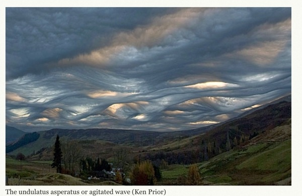 Undulatus-asperatus-agitated-wave-over-a-valley