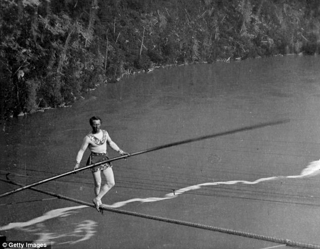 blondin-tight-rope-walker-cross-niagara-falls