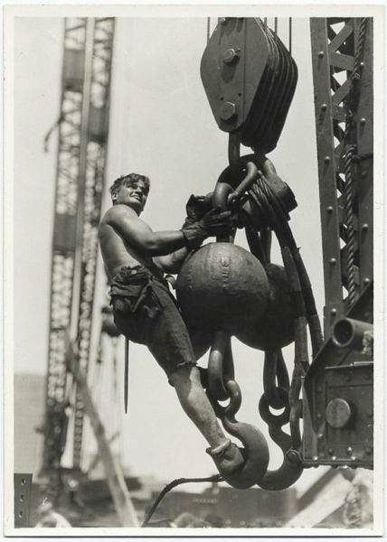 crane-pulls-heavy-loads-during-Empire-State-Building-construction