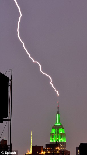 lightning-strikes-Empire-State-Building