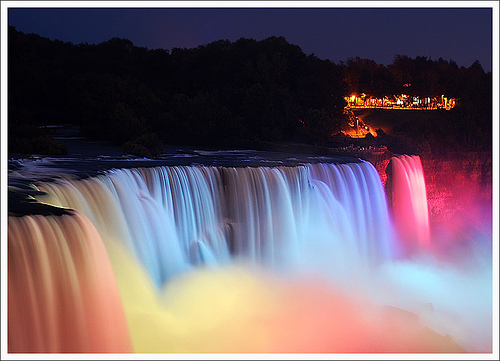 niagara-falls-light-show-in-evening