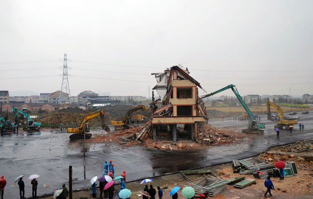 china-nail-house-finally-demolished-as-LUO-takes-compensation