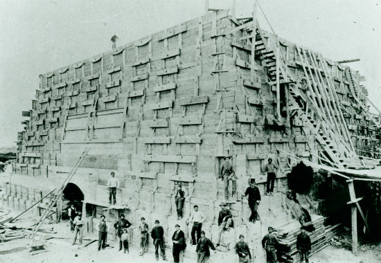 construction-of-pedestal-statue-of-liberty-in-1885