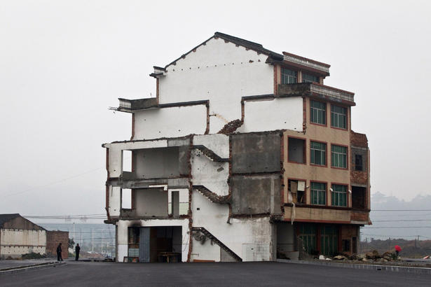 half-demolished-house-in-china-for-road