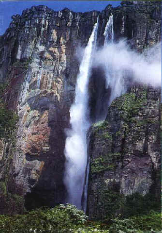Angel-Falls-During-dry-season-less-water